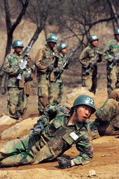 20110215 훈련중인 군인 모습 이정용 기자.jpg