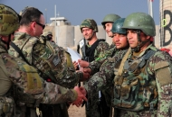 왜 그 아프간 병사는 미군에게 총을 겨누었나